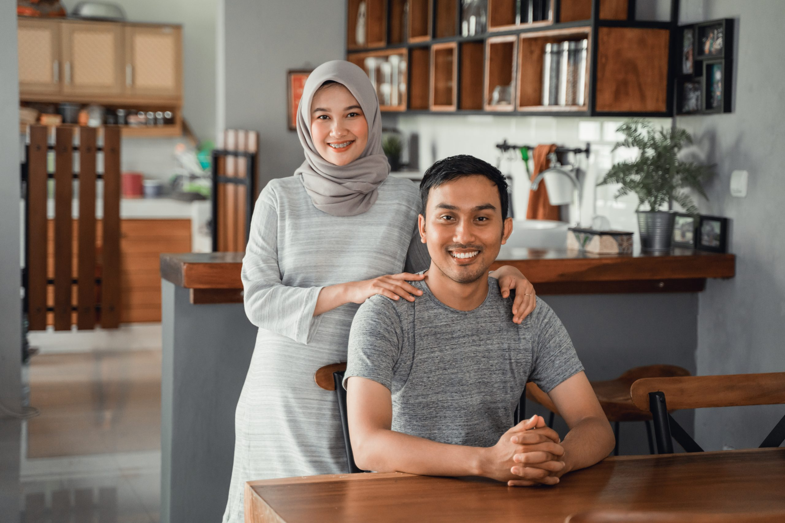 muslim-couple-sitting-dining-room-together-scaled-1